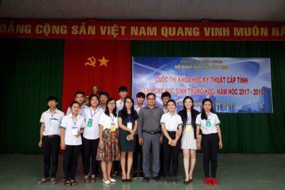 Thầy trò trường THPT chuyên Nguyễn Chí Thanh tham gia cuộc thi NCKH dành cho học sinh năm học 2017-2018