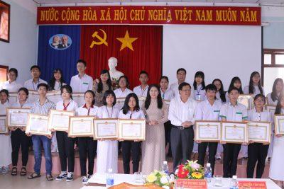 28 Học sinh trường chuyên Nguyễn Chí Thanh được nhận bằng khen của UBND tỉnh trong hội nghị tổng kết năm học 2018-2019